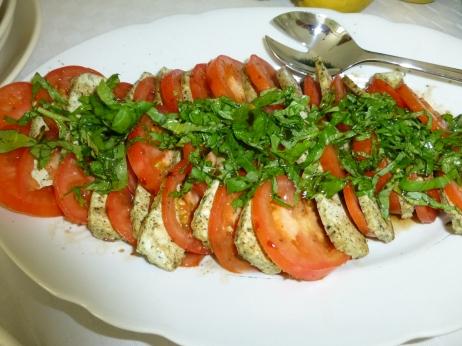 Tomate mit Basilikumtofu